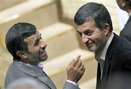 بخشش 150 سکه توسط  احمدی نژاد به مشایی